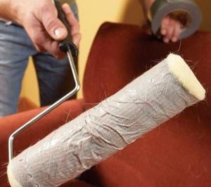 Убираем шерсть животных с мебели и одежды