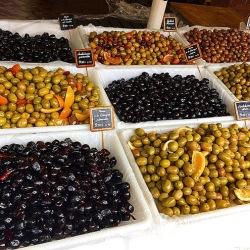 Чем отличаются оливки и маслины